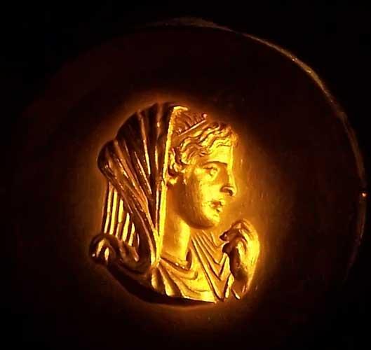 http://www.mlahanas.de/Greeks/Bios/Olympias.jpg